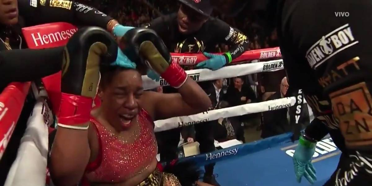 Arrancan de forma agresiva extensiones a boxeadora en plena pelea