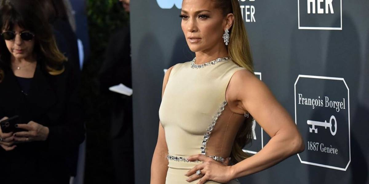 Jennifer López iluminó la alfombra azul de los Critics Choice Awards 2020