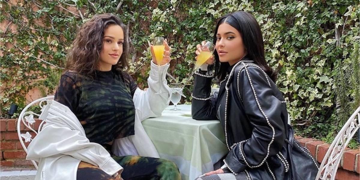 ¡Inesperado! Kylie Jenner le pide matrimonio a Rosalía y la cantante acepta