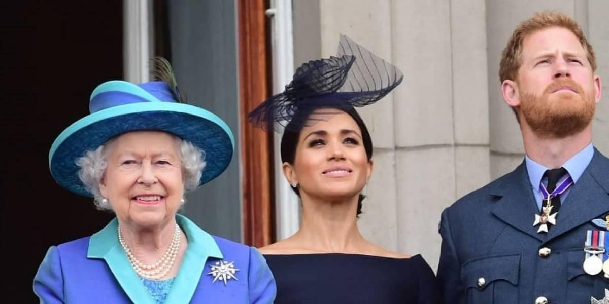 Reina Isabel llama a cumbre familiar para conciliar sobre renuncia de Meghan Markle y Harry
