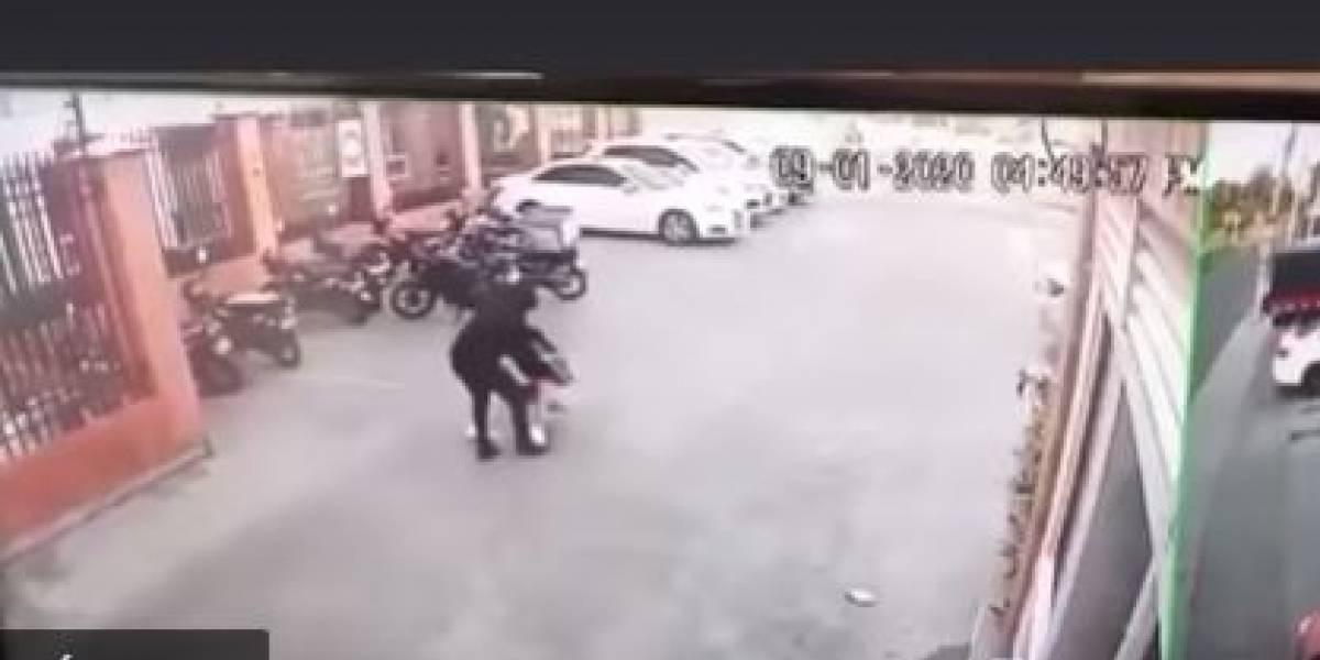 (VIDEO) Modelo fue golpeada y robada por delincuente que además le disparó