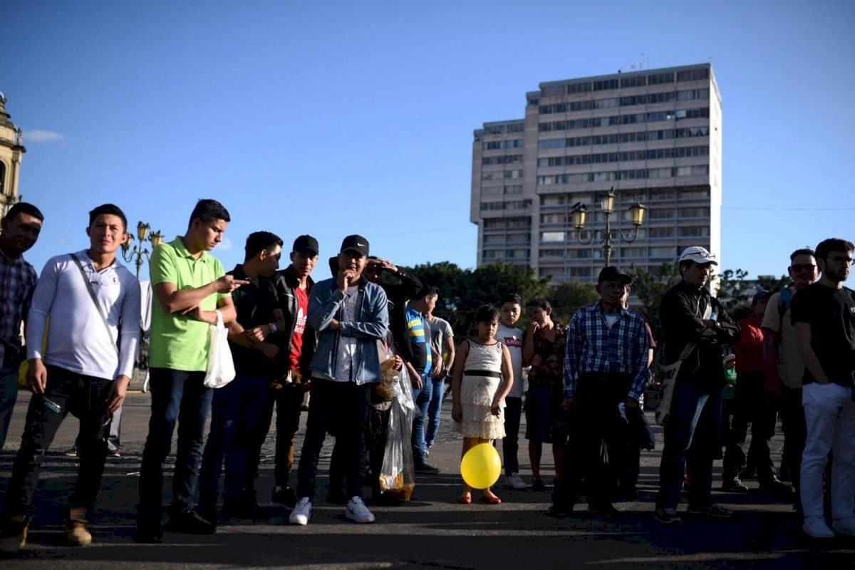 """Realizan el performance """"Un violador en tu camino"""" en el Parque Central Edwin Bercián"""