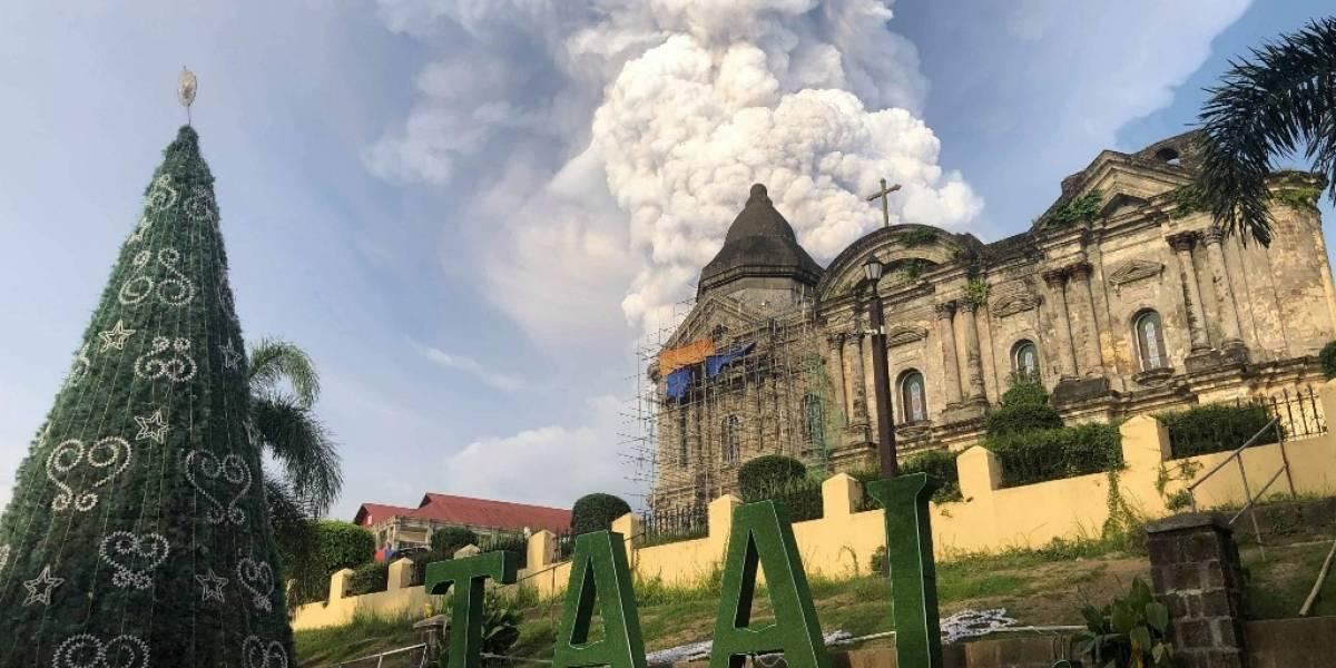 VIDEOS. Tras 40 años, volcán filipino despierta y expulsa gigantesca nube de ceniza