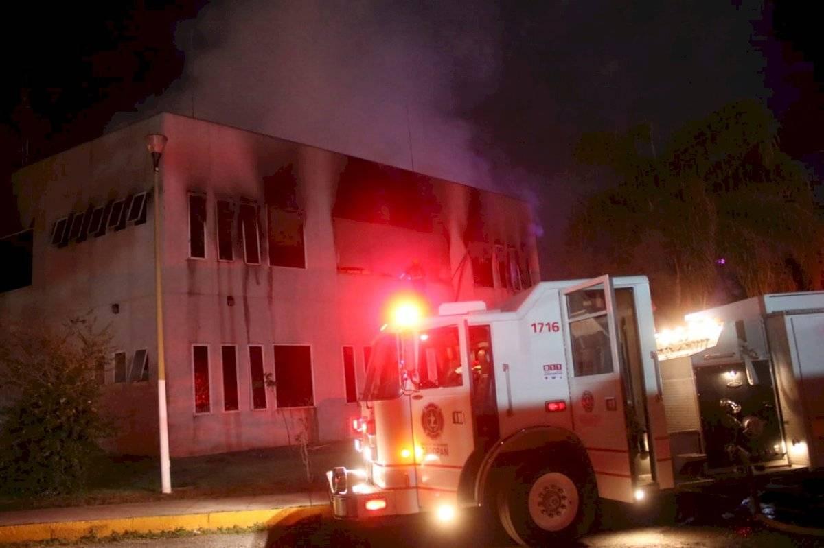 Incendio destruye papelería y mobiliario de la Secretaría de Educación Jalisco