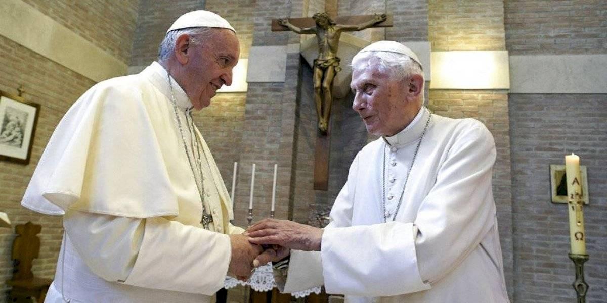 Benedicto XVI y el papa Francisco chocan sobre el celibato