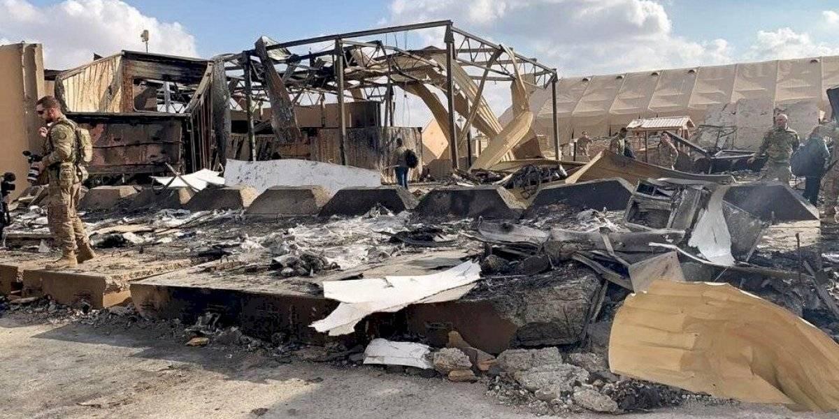 Soldados estadounidenses retiran escombros de base tras ataque iraní