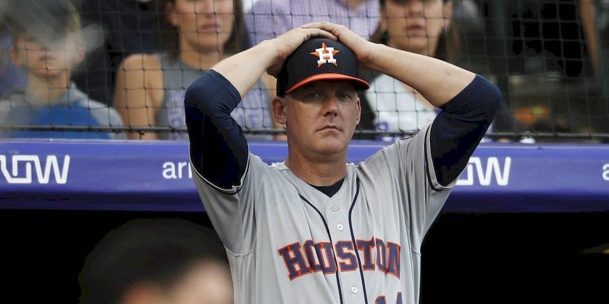 Manager y gerente de los Astros de Houston son suspendidos por robo de señales