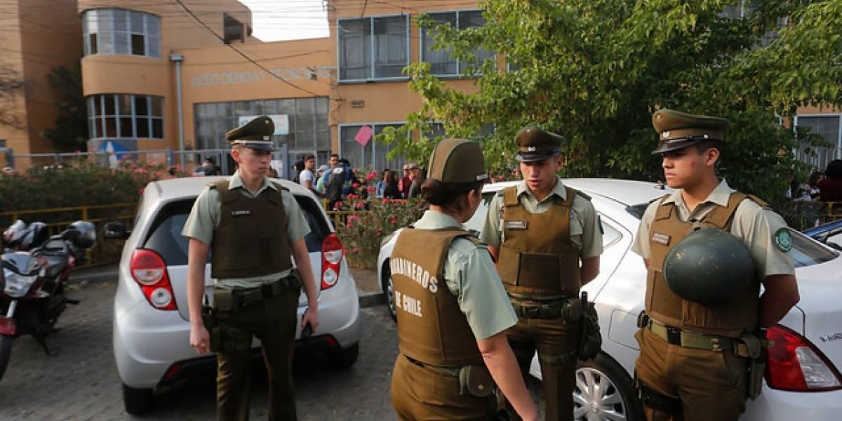 Con 15 estudiantes detenidos terminó toma de oficinas del Demre en Ñuñoa
