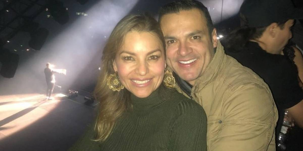 Esposa de Juan Diego Alvira presumió hasta su abdomen marcado con foto en pequeño bikini