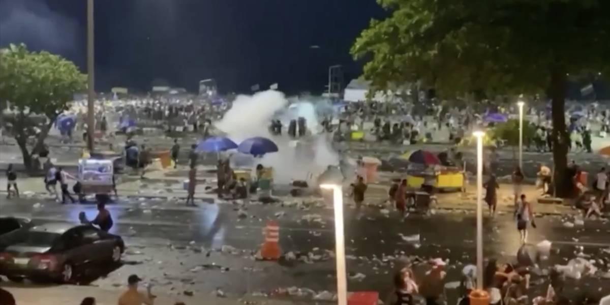 Dispersão do primeiro bloco do Carnaval do Rio tem correria e confusão
