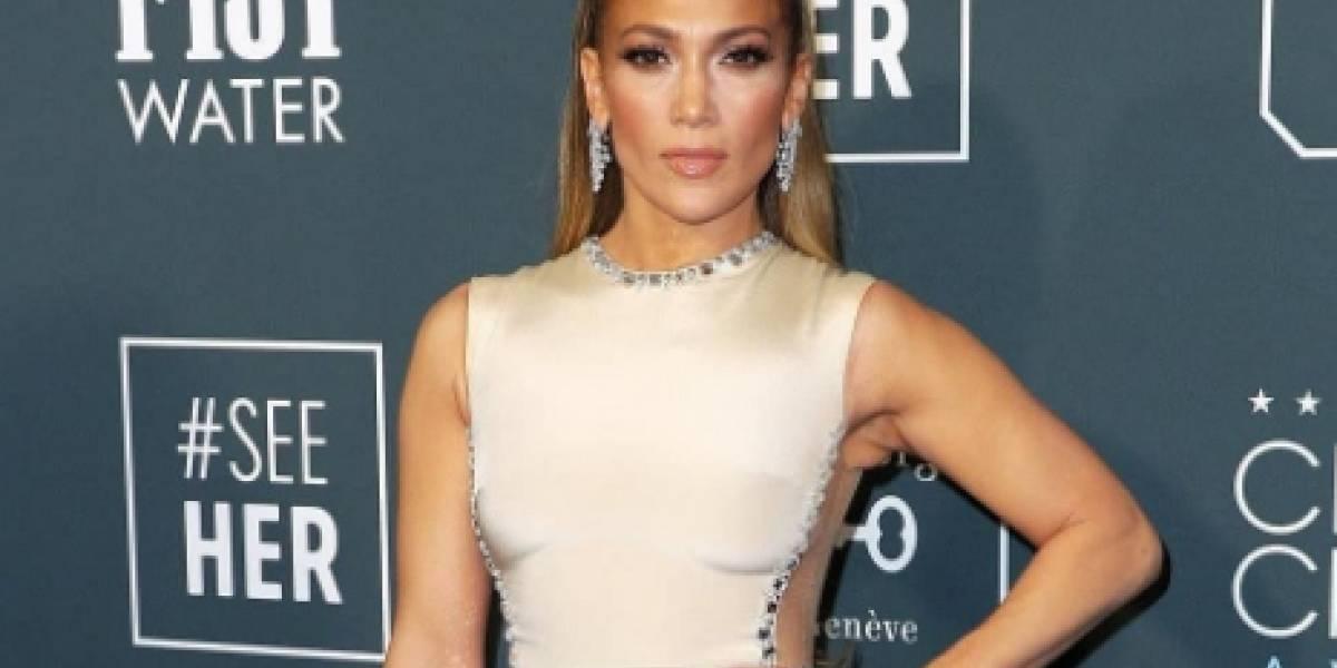 Con un sexy escote celebró Jennifer López su encuentro con famoso director