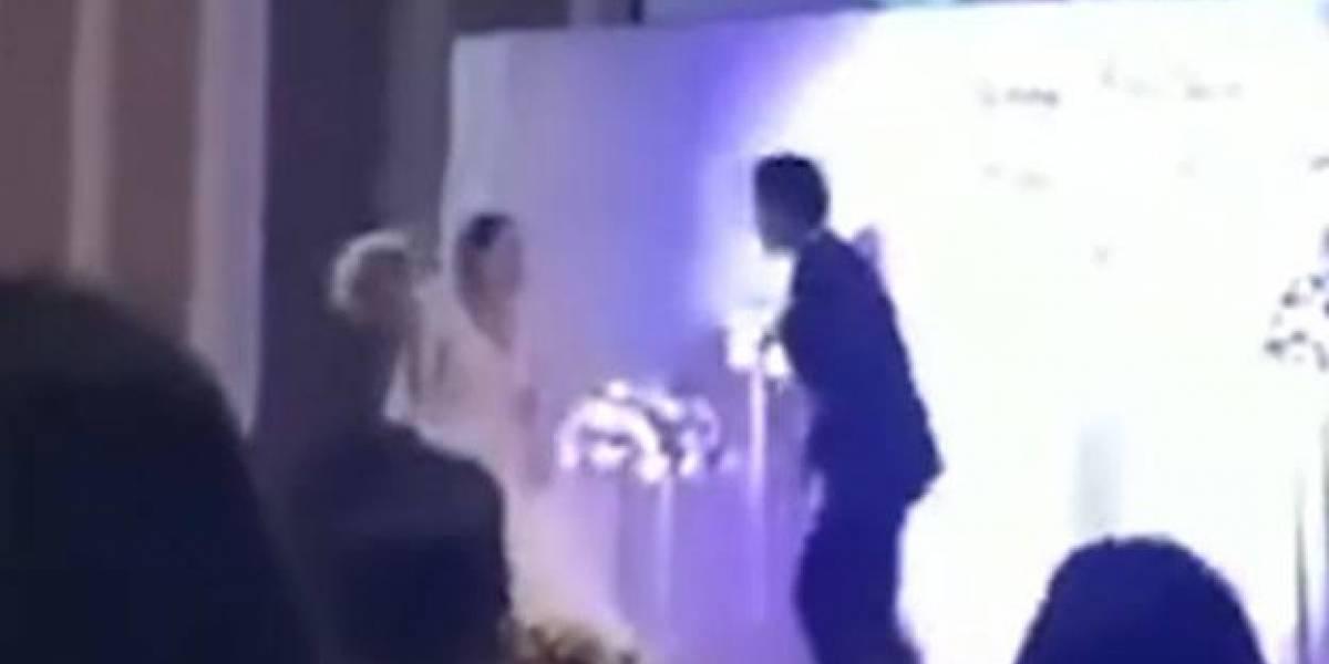 Novio exhibe en su matrimonio video de su mujer siéndole infiel con su cuñado