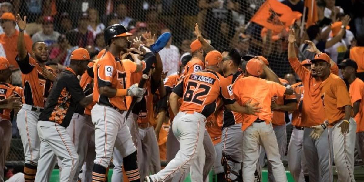 Toros avanzan a la final con pitcheo del cubano Jorge Martínez