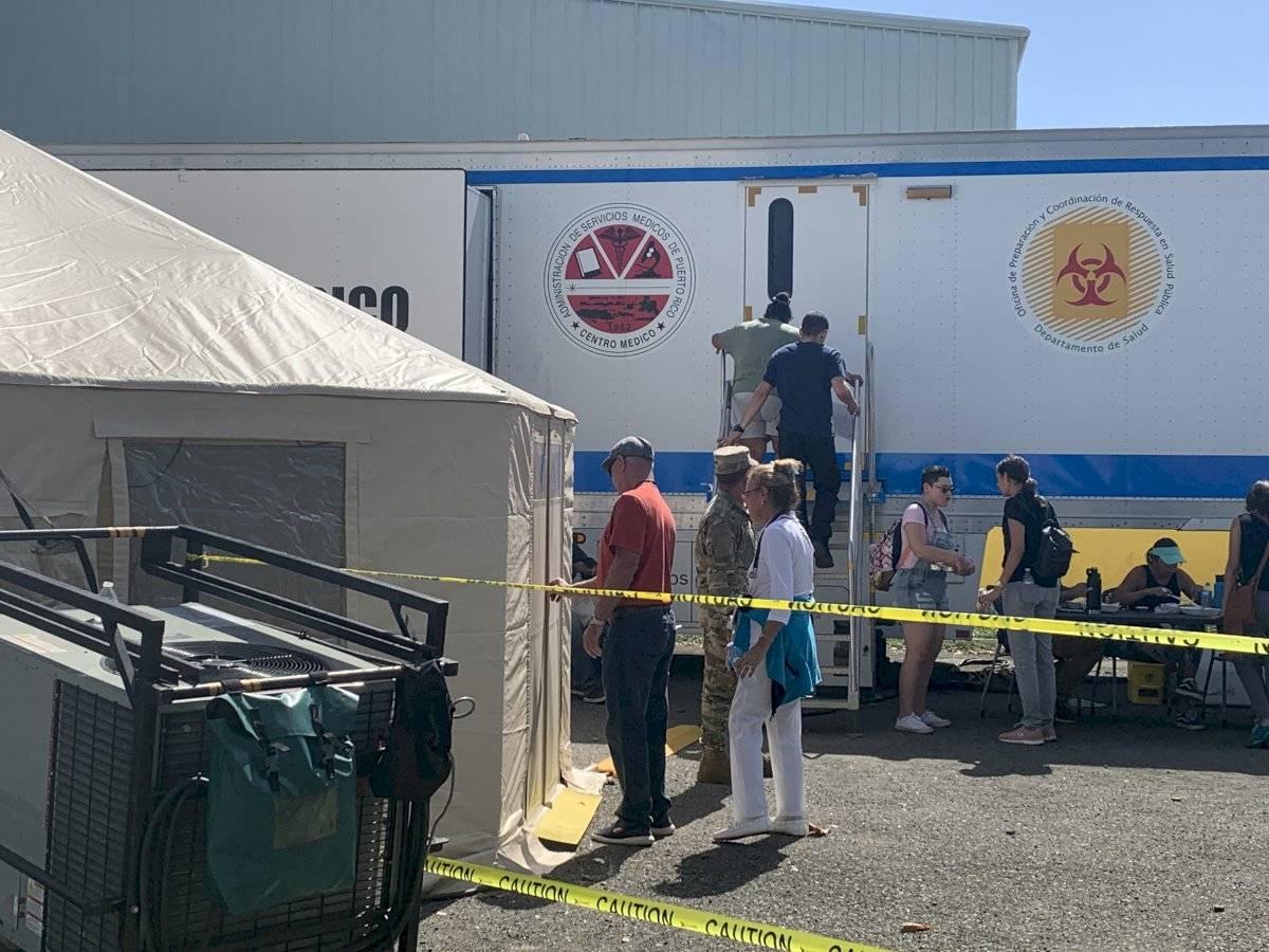 El Departamento de Salud estableció la semana pasada en Guánica un vagón que sirve como hospital móvil. Foto por Jeniffer Wiscovitch | Centro de Periodismo Investigativo