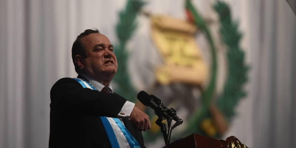 """Alejandro Giammattei promete perseguir """"la asquerosa corrupción"""" y declarar """"terroristas a las pandillas"""""""