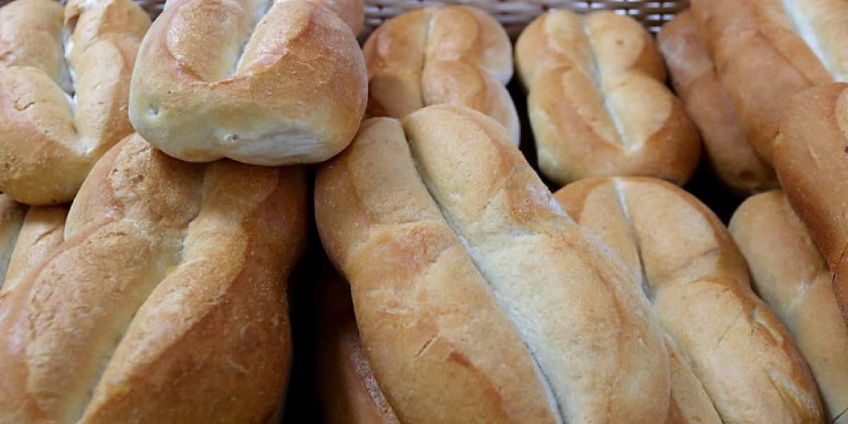 Devolviendo la mano: Panadería de Ñuñoa entrega sus productos a niños y personas cesantes
