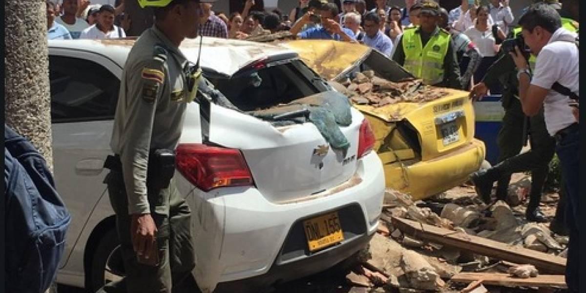 Balcón cayó a dos carros en pleno centro histórico de Cartagena