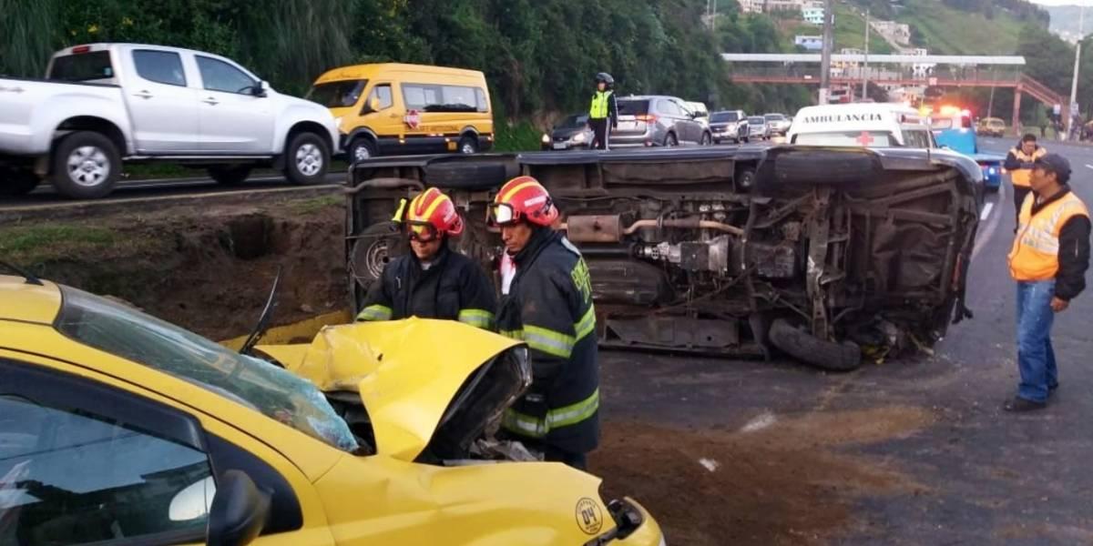 Dos heridos tras accidente de tránsito en la Autopista General Rumiñahui