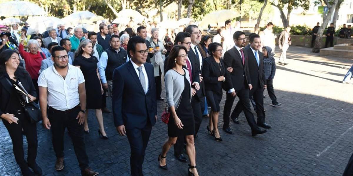 Caminata de apoyo acompaña a diputados de Semilla a la toma de posesión