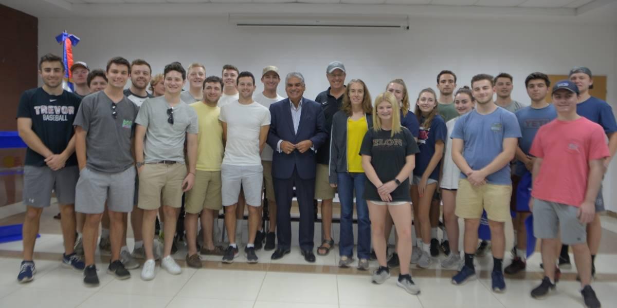 Universitarios de Estados Unidos visitan MITUR para conocer detalles de la industria