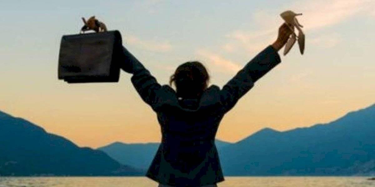 ¿Vivir para trabajar? Casi la mitad de los trabajadores señala que su empleador espera que esté disponible en sus vacaciones