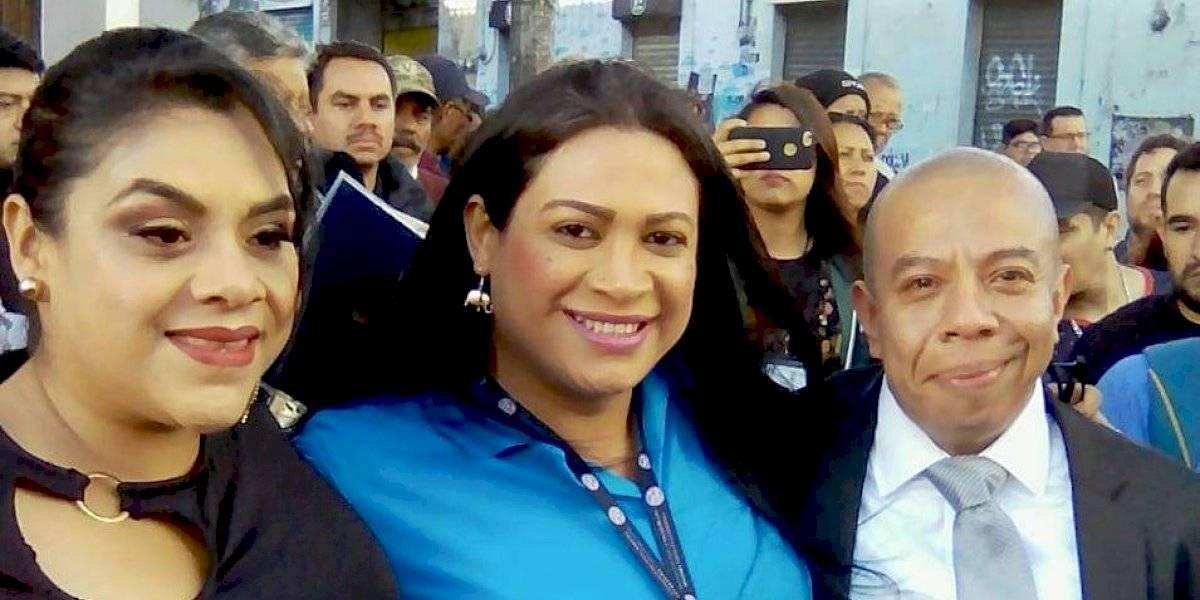 Aldo Dávila asume como diputado con el apoyo de mujeres trans
