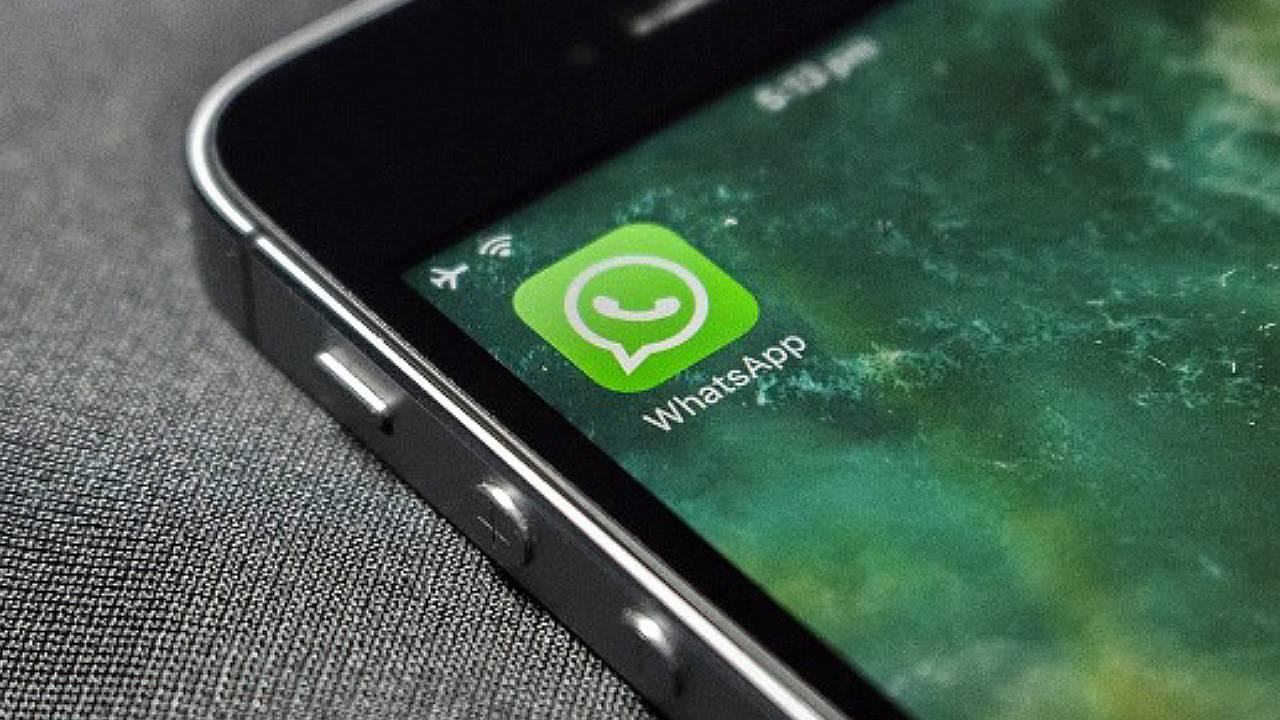 Facebook prepara plan para llenar de anuncios WhatsApp