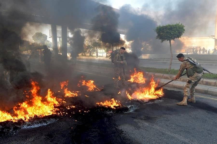Libaneses vuelven a las calles para protestar tras la Navidad y aún sin Gobierno