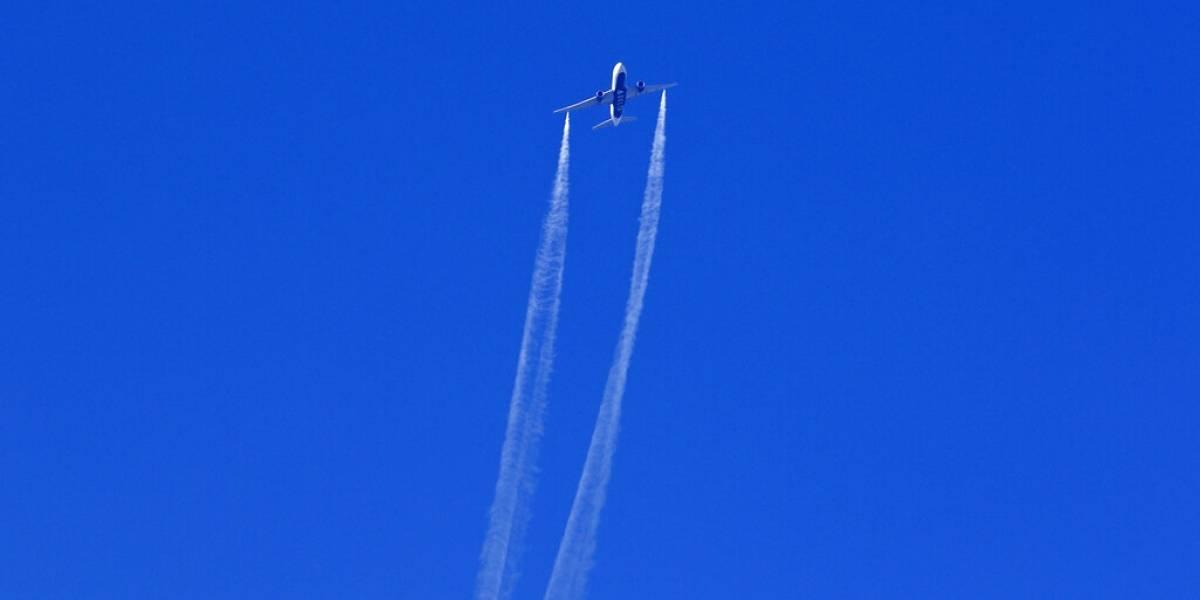 Estados Unidos investiga por qué avión tiró combustible sobre escuelas