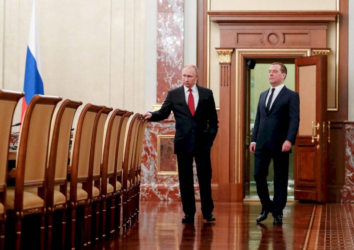 La renuncia del primer ministro abre muchos interrogantes sobre el futuro del propio Putin, que debe abandonar el Kremlin en 2024