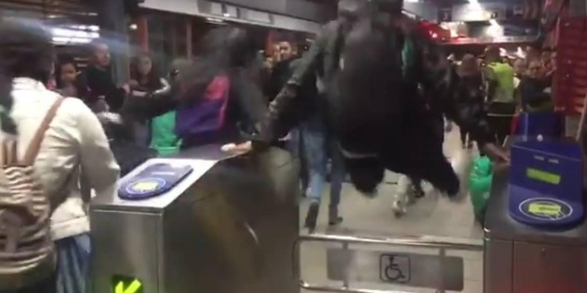 Colatón en TransMilenio: jóvenes que bloqueaban el sistema se colaron en masa