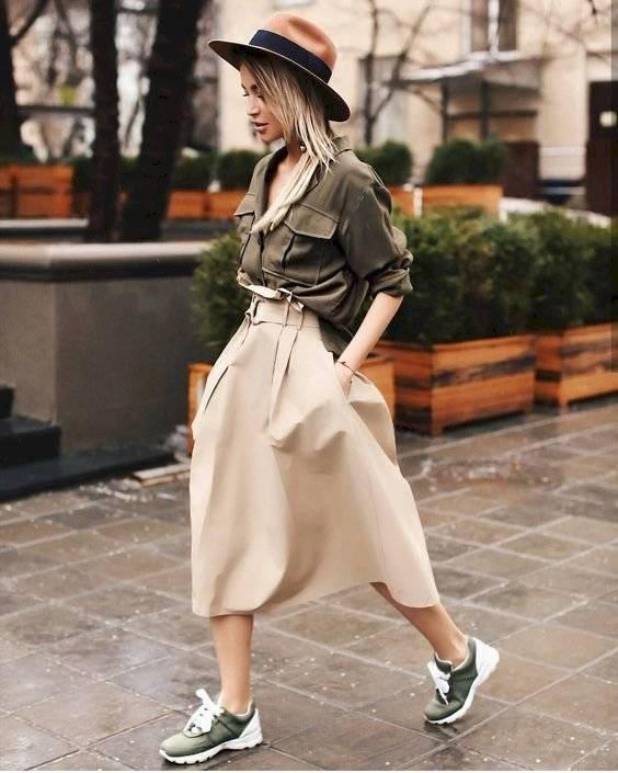 outfits con tenis y falda