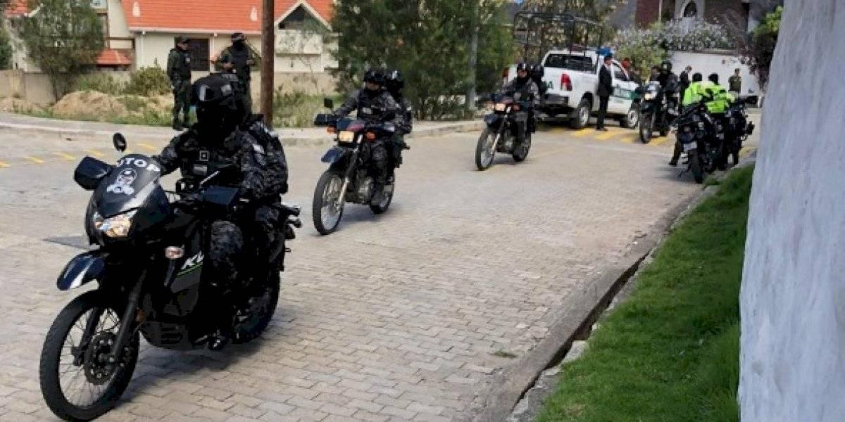 Embajada de México en Bolivia denuncia presencia policial