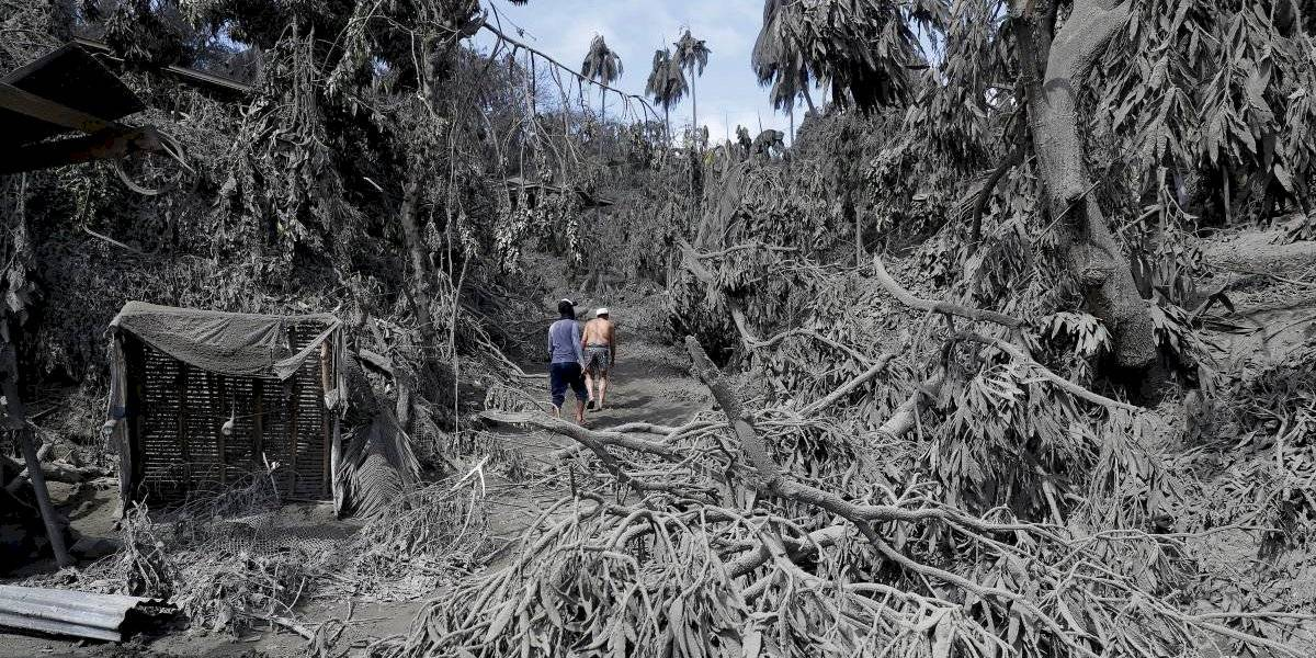 La vida al pie de un volcán en peligro constante de erupción en Filipinas