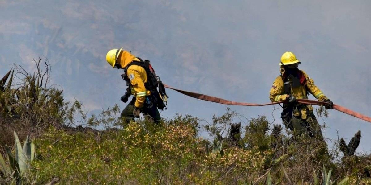Incendio en el Casitagua: bomberos recibieron ayuda y alimento de moradores de Pomasqui