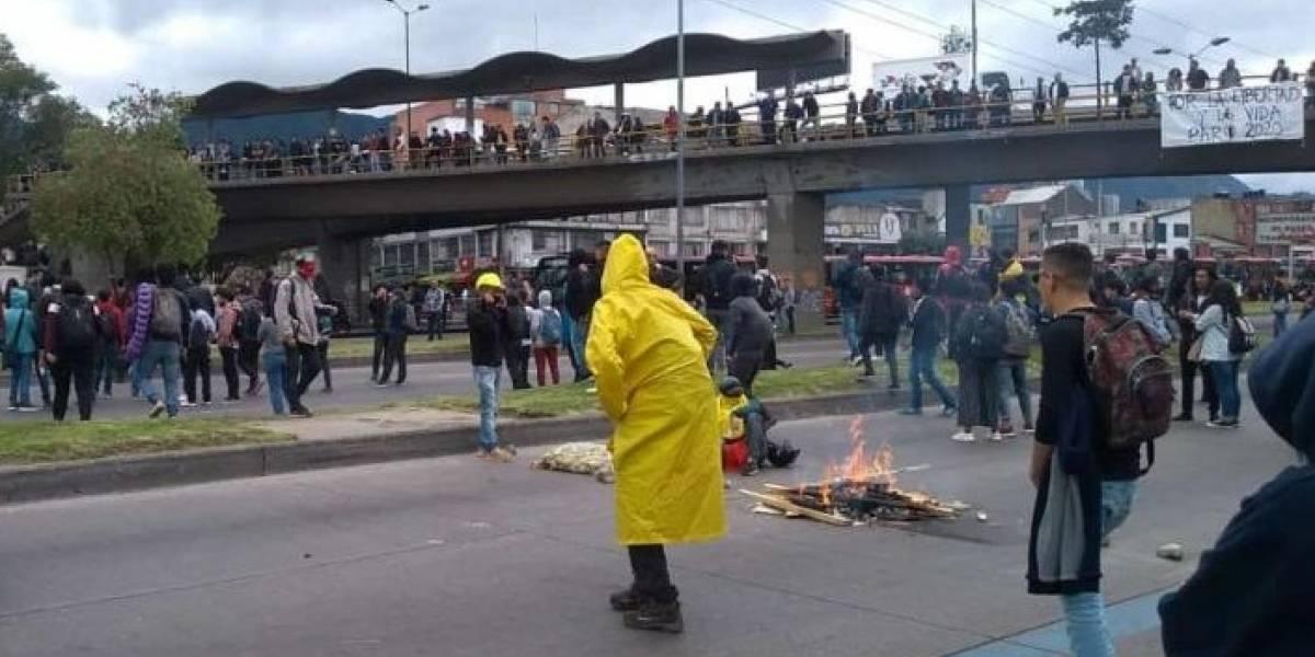 Empiezan bloqueos en la Universidad Nacional con quema de llantas