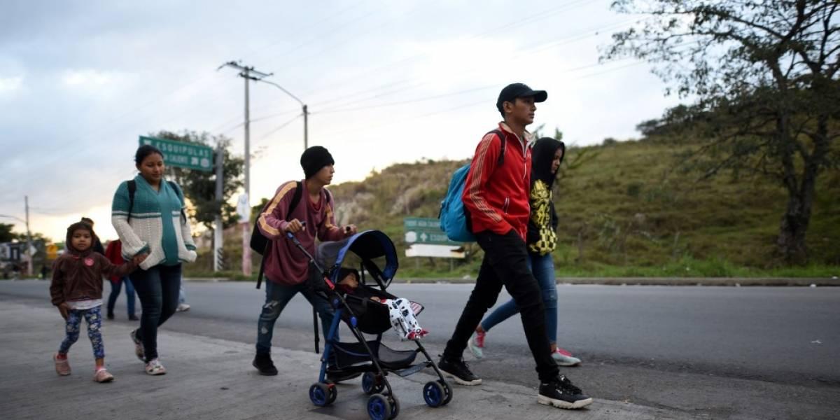"""Nueva caravana de migrantes hondureños entró """"legalmente"""" a Guatemala"""