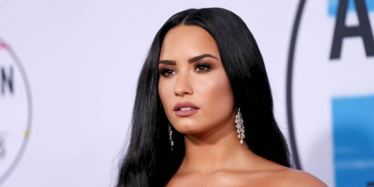 Sin querer, Demi Lovato se cuela en un en vivo y confirma relación con Max Ehrich