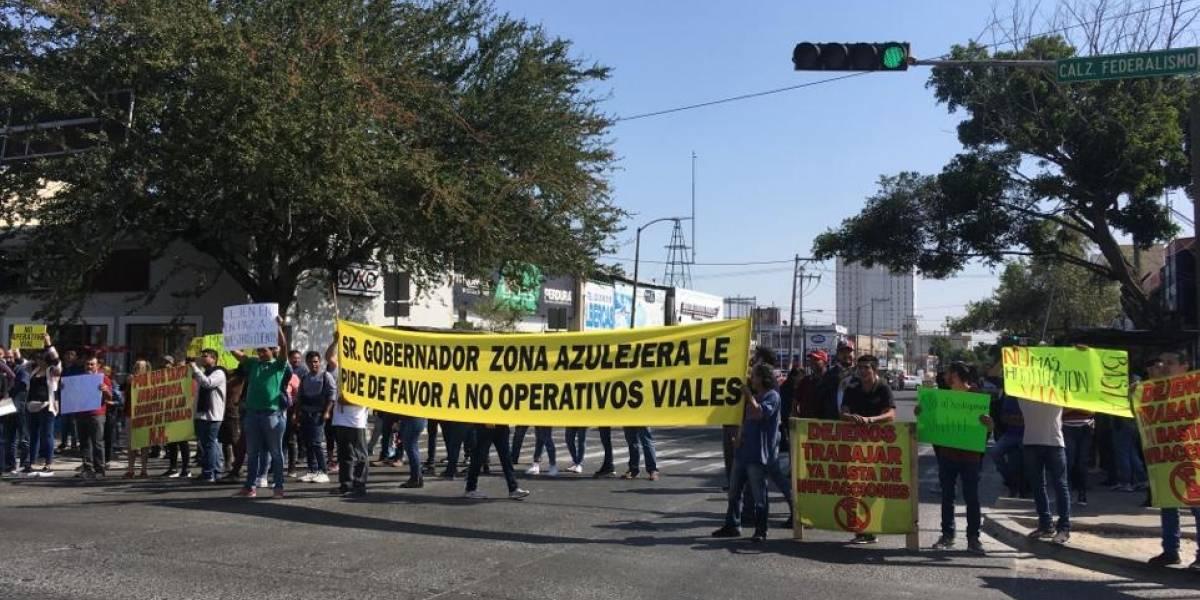 Demandan fin a operativos viales en avenida Niños Héroes
