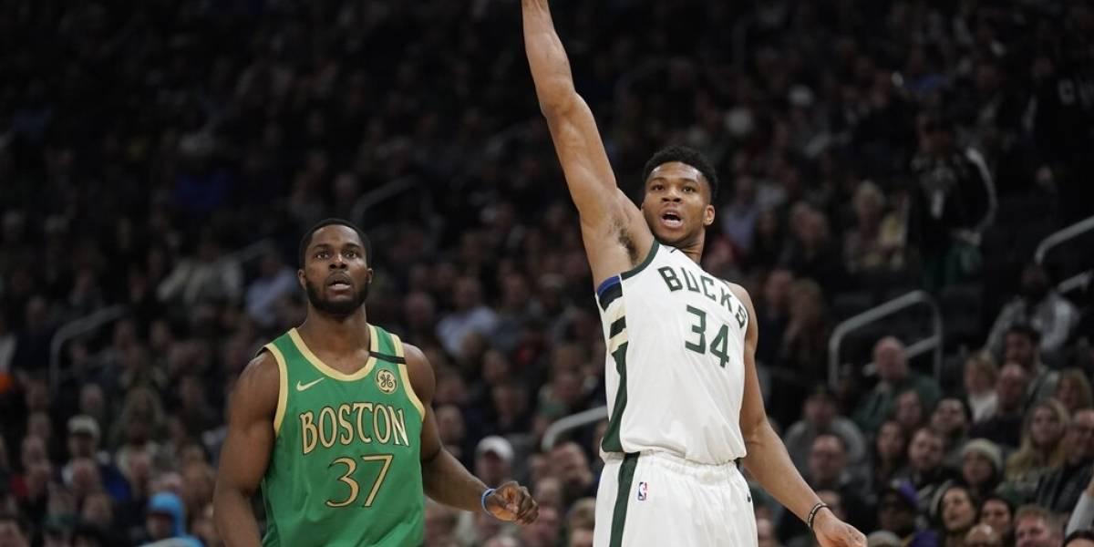 Bucks superan a los Celtics con 'doble-doble' de Antetokounmpo