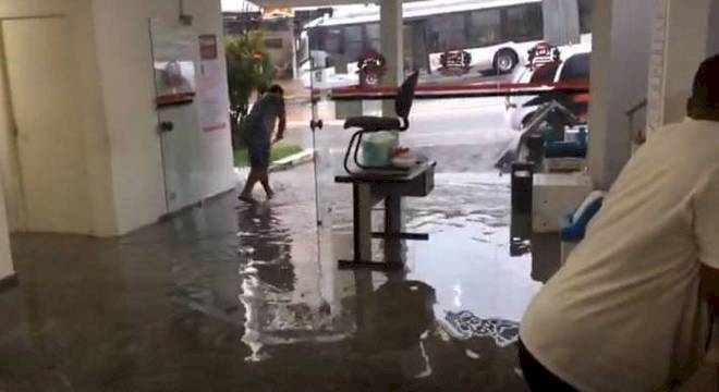 20º Distrito Policial, na Água Fria, ficou alagado