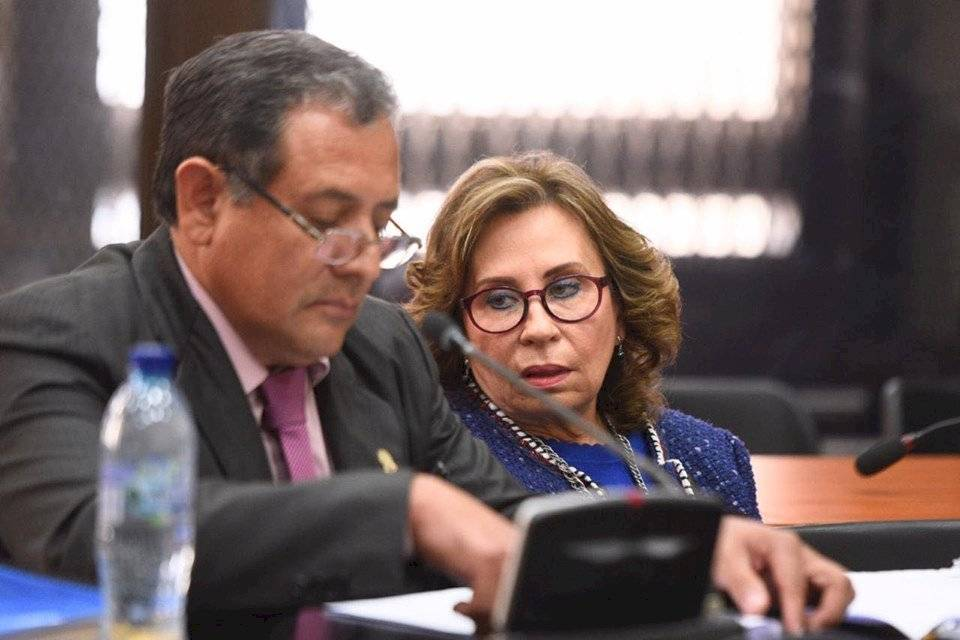 Sandra Torres recibe respuestas negativas. Foto: Herlindo Zet