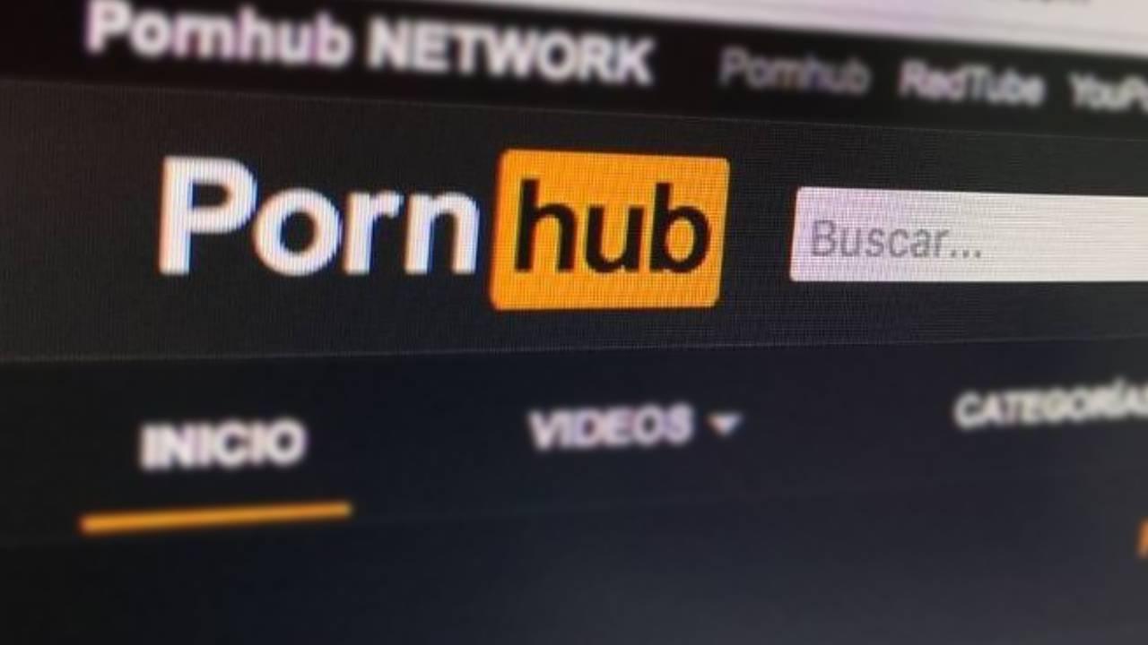 Parece mentira: Pornhub recibe demanda de un hombre sordo por falta de subtítulos