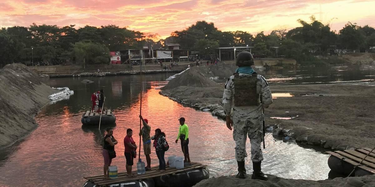 México refuerza frontera con Guatemala por llegada de caravana migrante