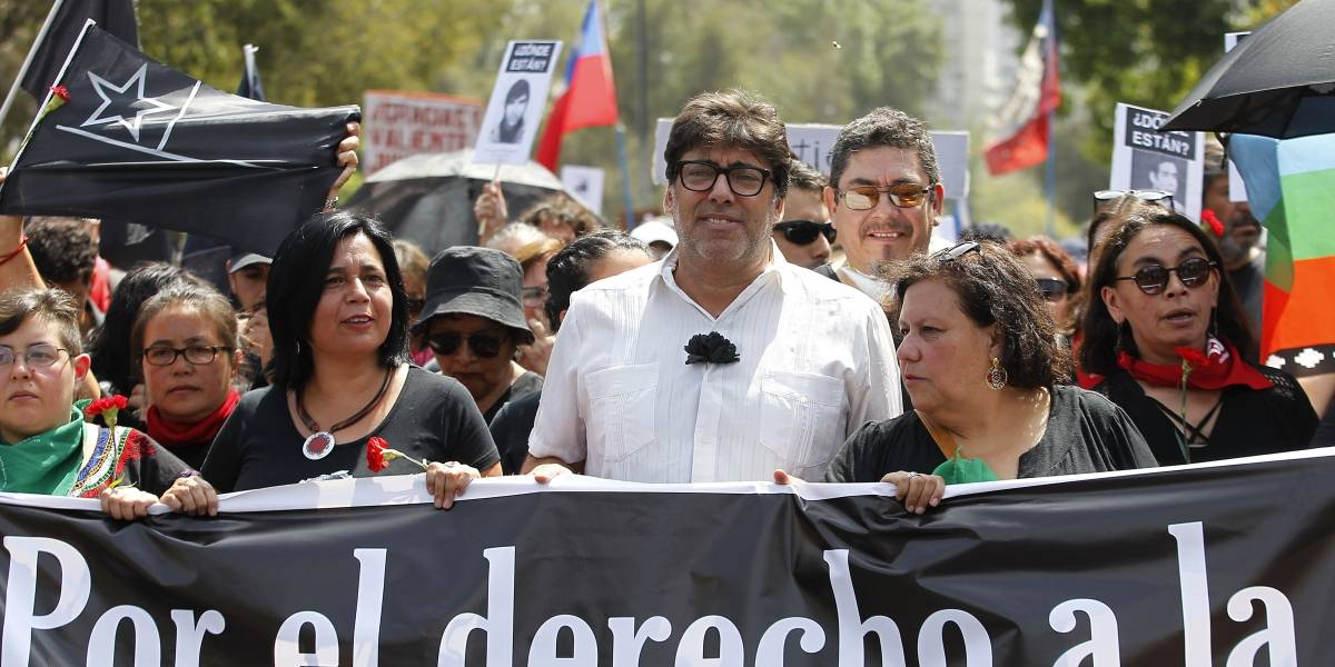 """De negro y liderada por organizaciones sociales se realizó la """"Marcha en Silencio"""", a tres meses del estallido social"""