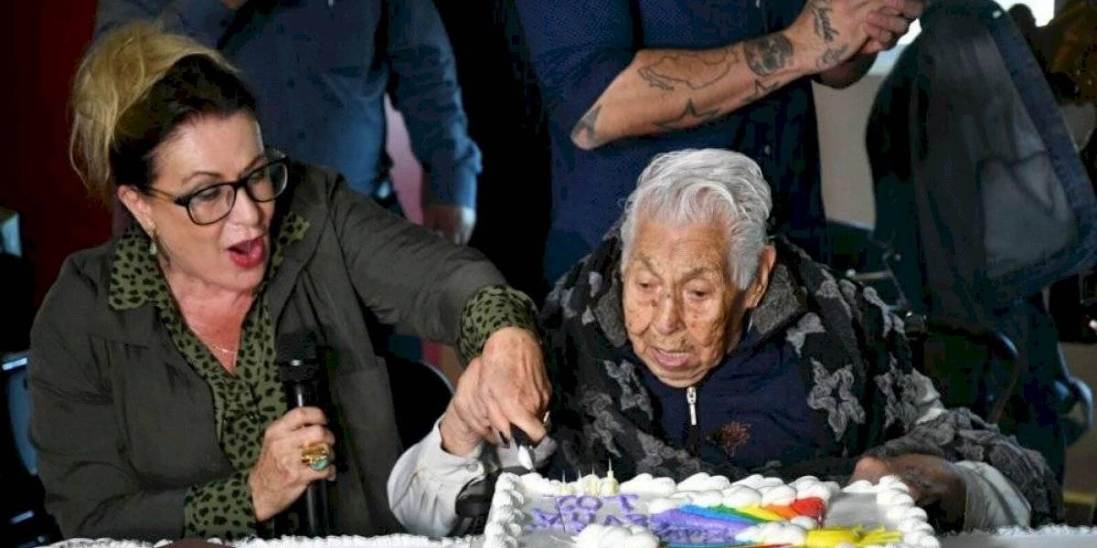 Laura Zapata celebra los 102 años de su abuelita Eva Manje