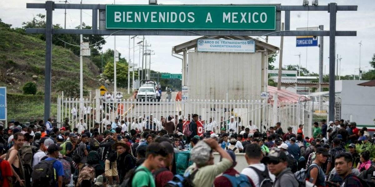 Brindan atención a migrantes centroamericanos que esperan en Guatemala