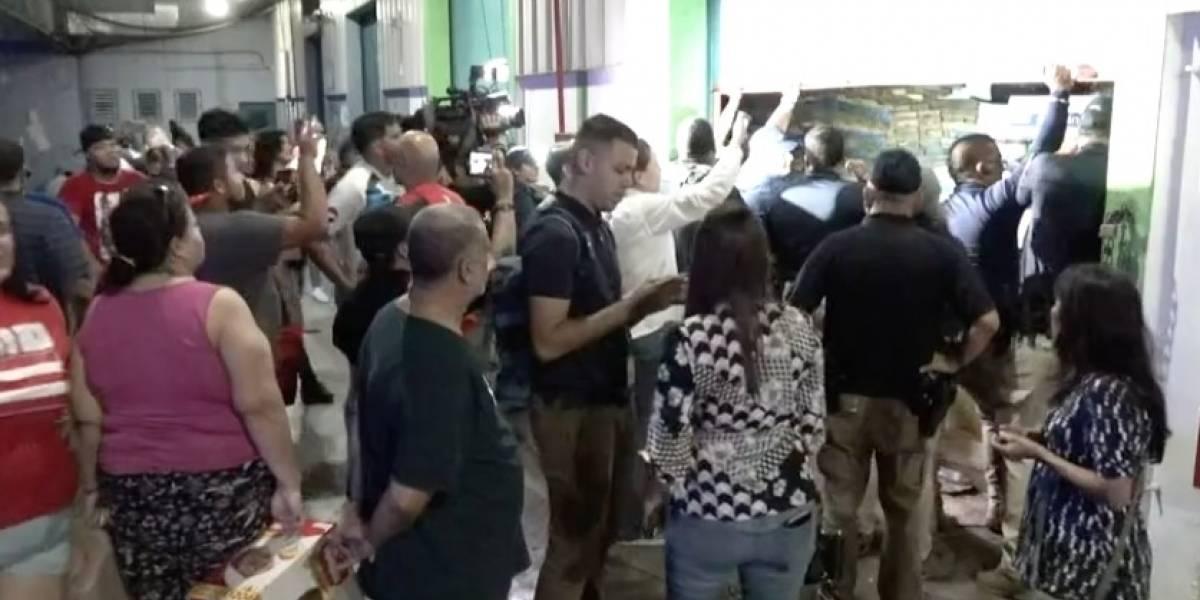 Policía interviene en almacén de Ponce donde personas recogían suministros