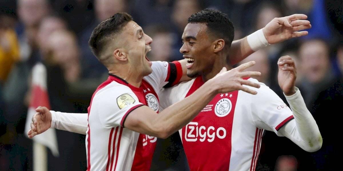 Ajax, sin Edson Álvarez, consolida su liderato en Holanda