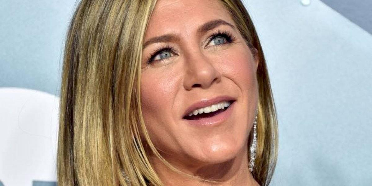 Jennifer Aniston sigue fiel a su estilo... sin sostén y muestra de más